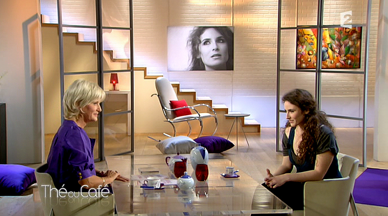 Paintings of contemporary television on France 2